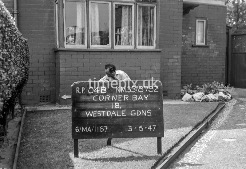 SJ879204B, Ordnance Survey Revision Point photograph in Greater Manchester