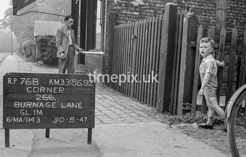 SJ869276B, Ordnance Survey Revision Point photograph in Greater Manchester