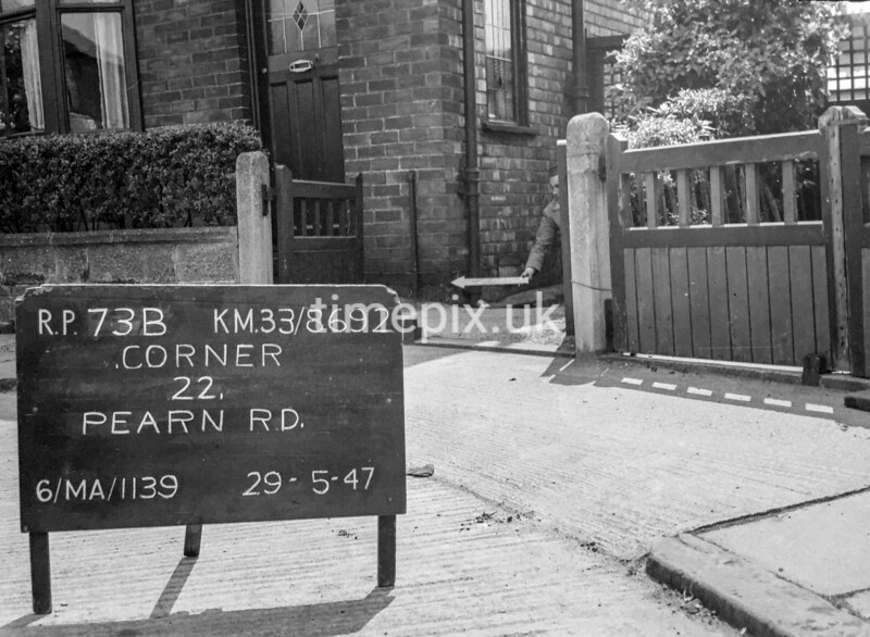 SJ869273B, Ordnance Survey Revision Point photograph in Greater Manchester