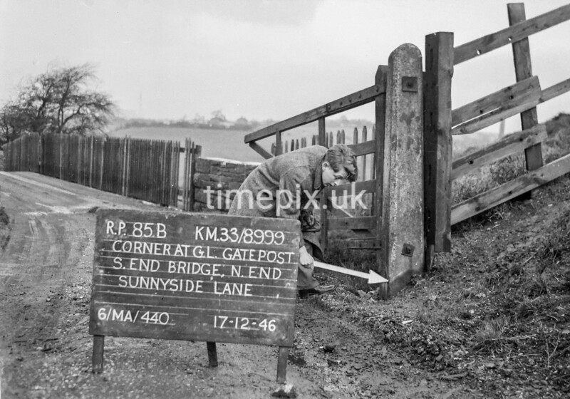 SJ899985B, Ordnance Survey Revision Point photograph in Greater Manchester