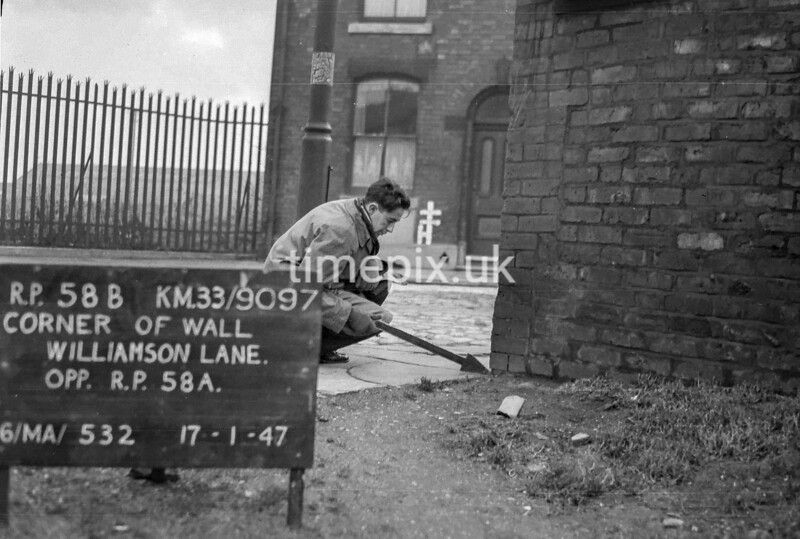 SJ909758B, Ordnance Survey Revision Point photograph in Greater Manchester
