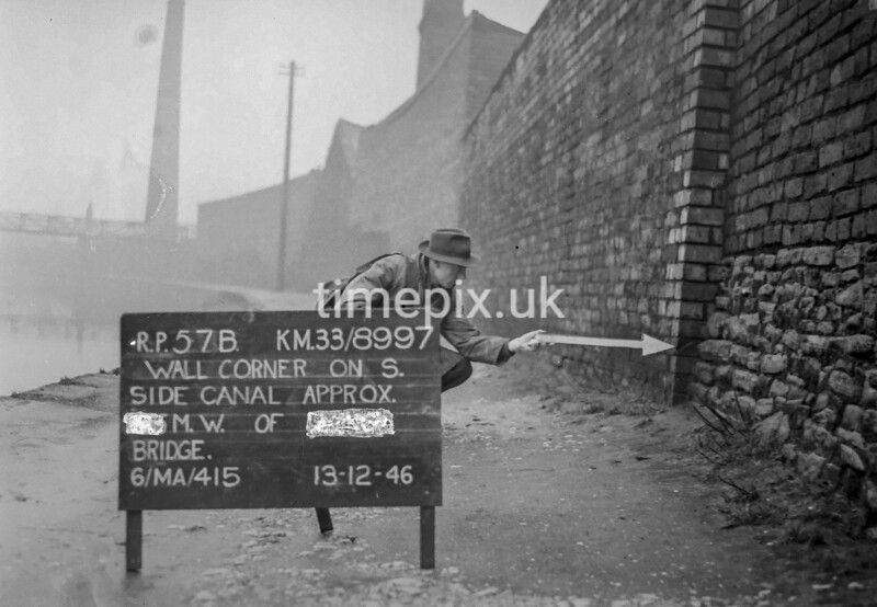 SJ899757B, Ordnance Survey Revision Point photograph in Greater Manchester
