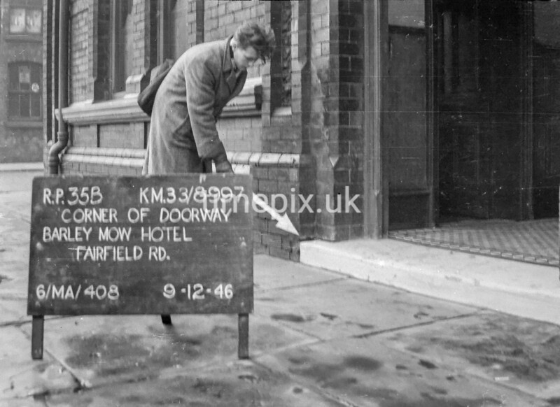 SJ899735B, Ordnance Survey Revision Point photograph in Greater Manchester