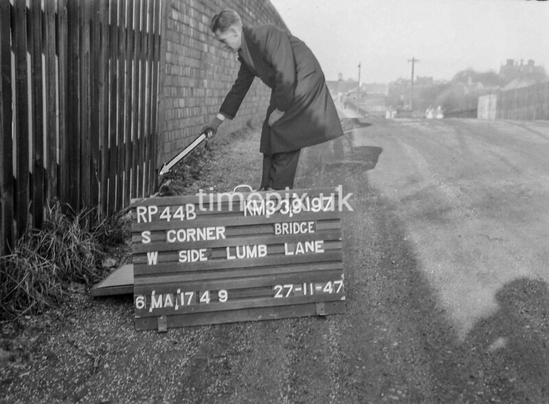 SJ919744B, Ordnance Survey Revision Point photograph in Greater Manchester