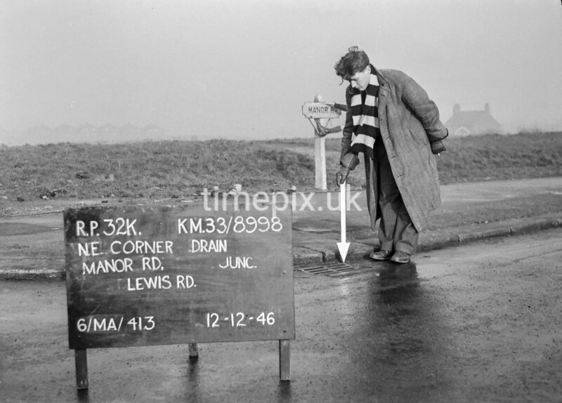 SJ899832K, Ordnance Survey Revision Point photograph in Greater Manchester