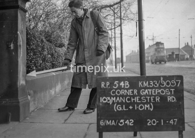 SJ909754B, Ordnance Survey Revision Point photograph in Greater Manchester