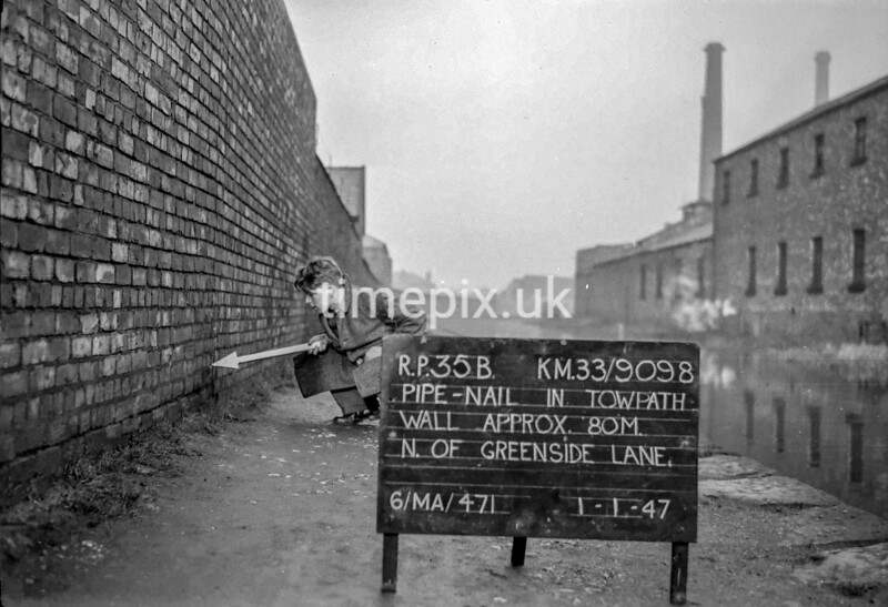 SJ909835B, Ordnance Survey Revision Point photograph in Greater Manchester