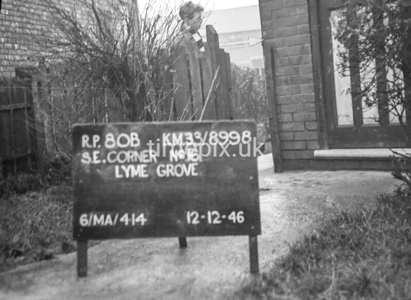 SJ899880B, Ordnance Survey Revision Point photograph in Greater Manchester
