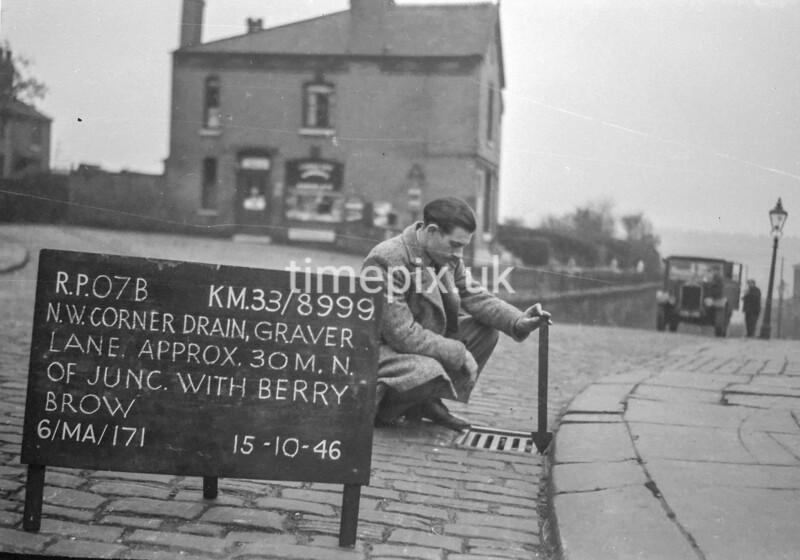 SJ899907B, Ordnance Survey Revision Point photograph in Greater Manchester