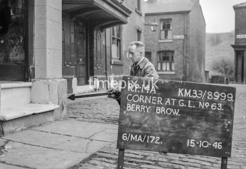 SJ899914A, Ordnance Survey Revision Point photograph in Greater Manchester