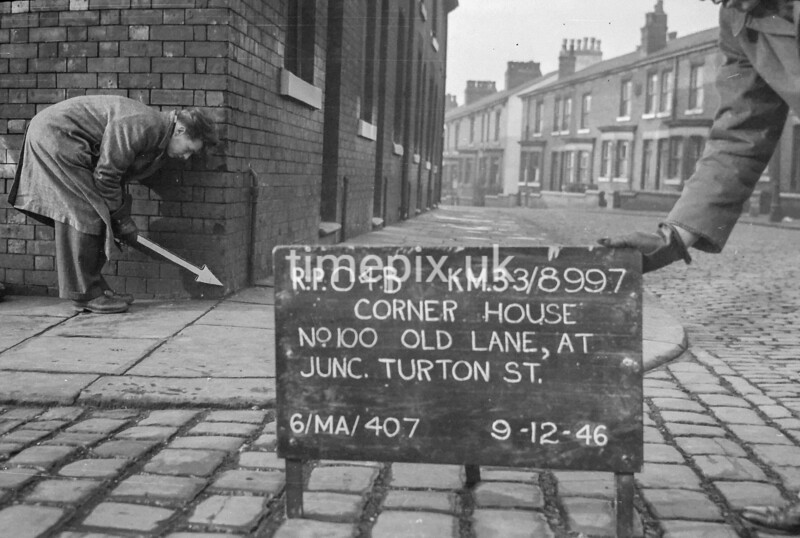 SJ899704B, Ordnance Survey Revision Point photograph in Greater Manchester
