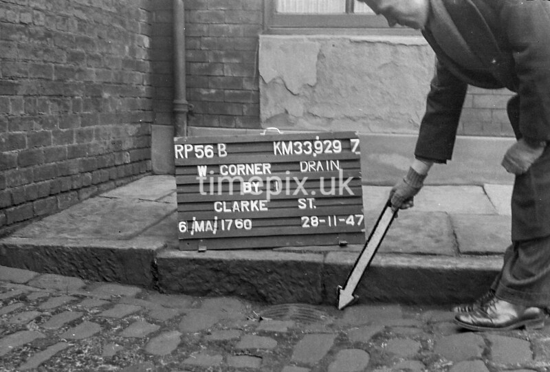 SJ929756B, Ordnance Survey Revision Point photograph in Greater Manchester