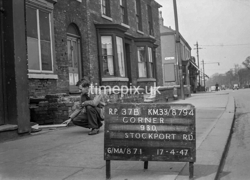 SJ879437B, Ordnance Survey Revision Point photograph in Greater Manchester