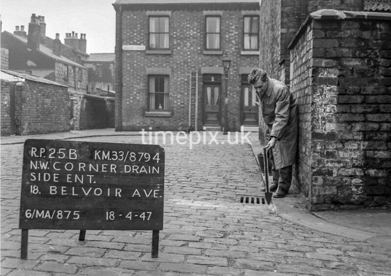 SJ879425B, Ordnance Survey Revision Point photograph in Greater Manchester