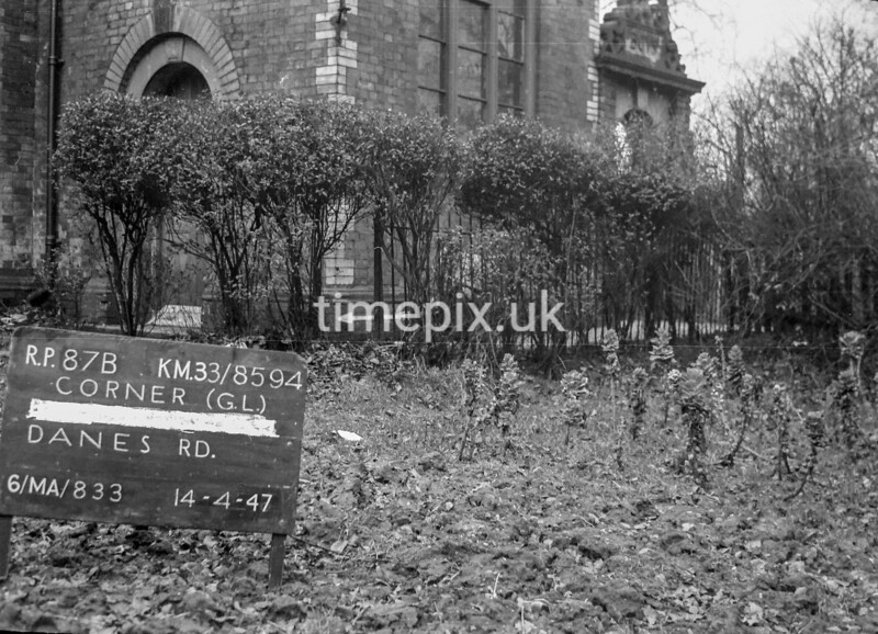 SJ859487B, Ordnance Survey Revision Point photograph in Greater Manchester