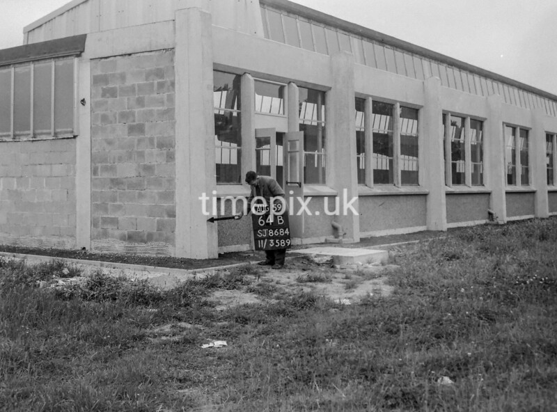 SJ868464B, Ordnance Survey Revision Point photograph in Greater Manchester