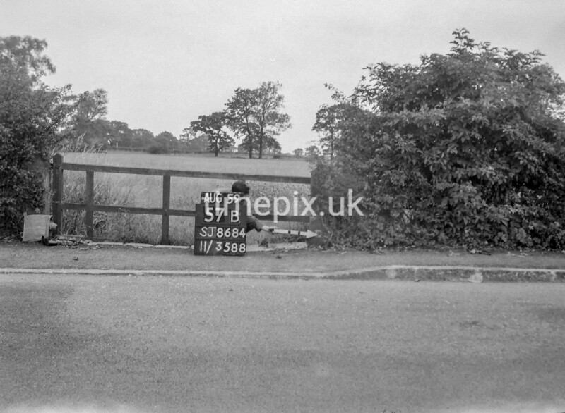 SJ868457B, Ordnance Survey Revision Point photograph in Greater Manchester