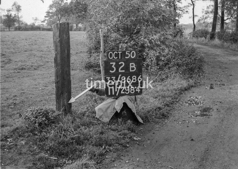 SJ868632B, Ordnance Survey Revision Point photograph in Greater Manchester