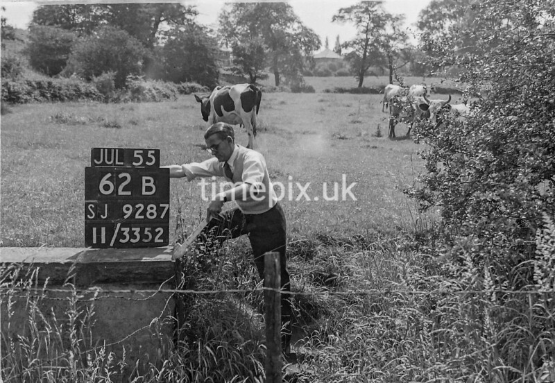 SJ928762B, Ordnance Survey Revision Point photograph in Greater Manchester