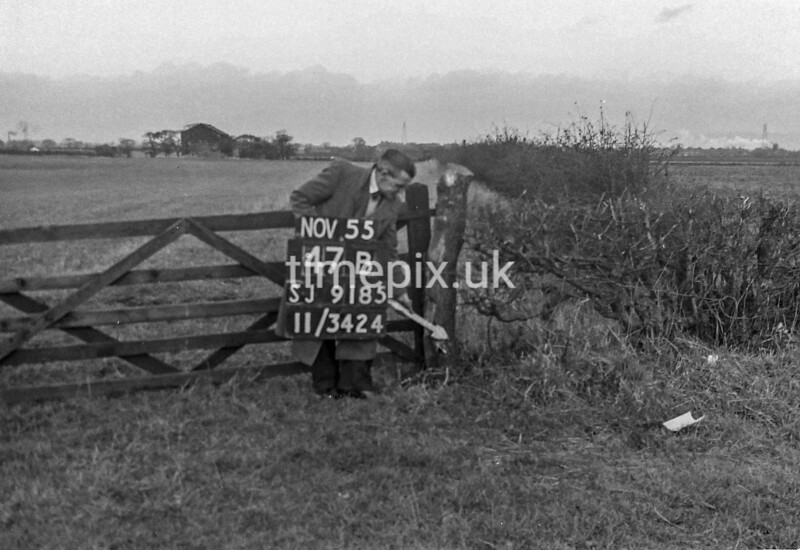 SJ918547B, Ordnance Survey Revision Point photograph in Greater Manchester