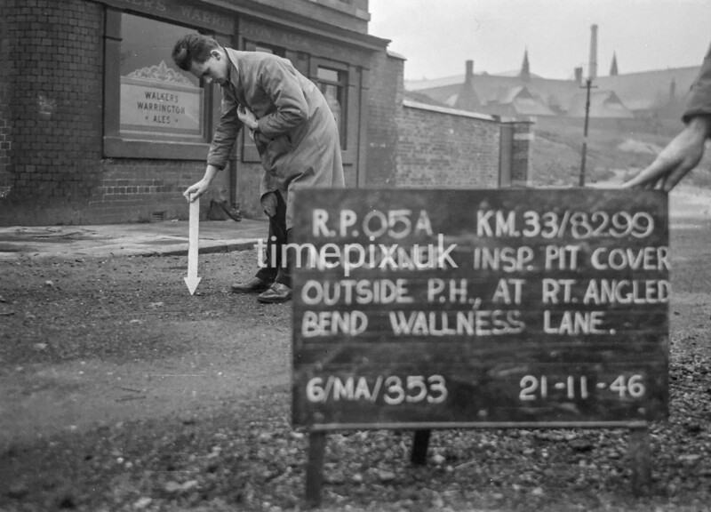 SJ829905A, Ordnance Survey Revision Point photograph in Greater Manchester