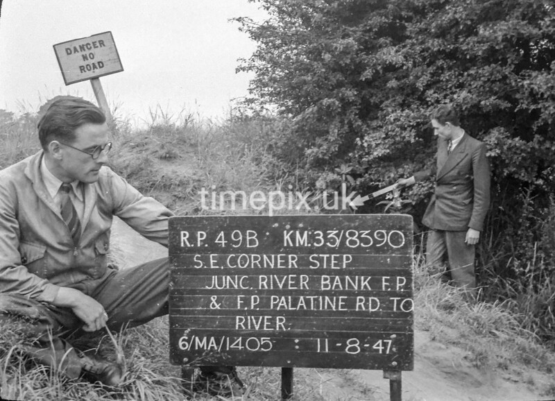 SJ839049B, Ordnance Survey Revision Point photograph in Greater Manchester