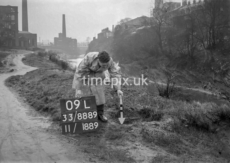 SJ888909L, Ordnance Survey Revision Point photograph in Greater Manchester