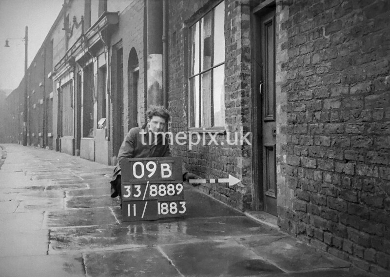 SJ888909B, Ordnance Survey Revision Point photograph in Greater Manchester