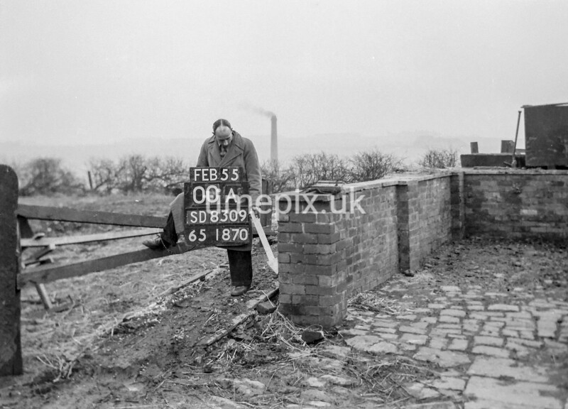 SD830900A, Ordnance Survey Revision Point photograph in Greater Manchester