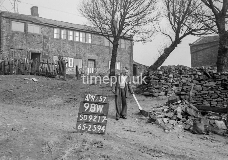 SD921798W, Ordnance Survey Revision Point photograph in Greater Manchester