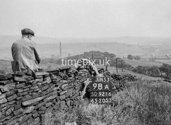 SD921698A, Ordnance Survey Revision Point photograph in Greater Manchester