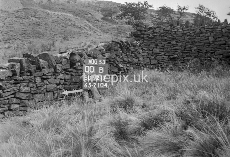 SD921700B, Ordnance Survey Revision Point photograph in Greater Manchester