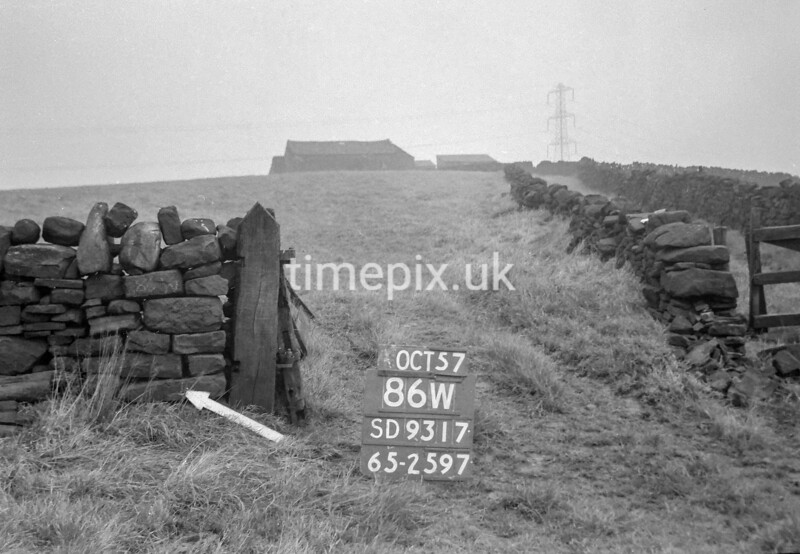 SD931786W, Ordnance Survey Revision Point photograph in Greater Manchester