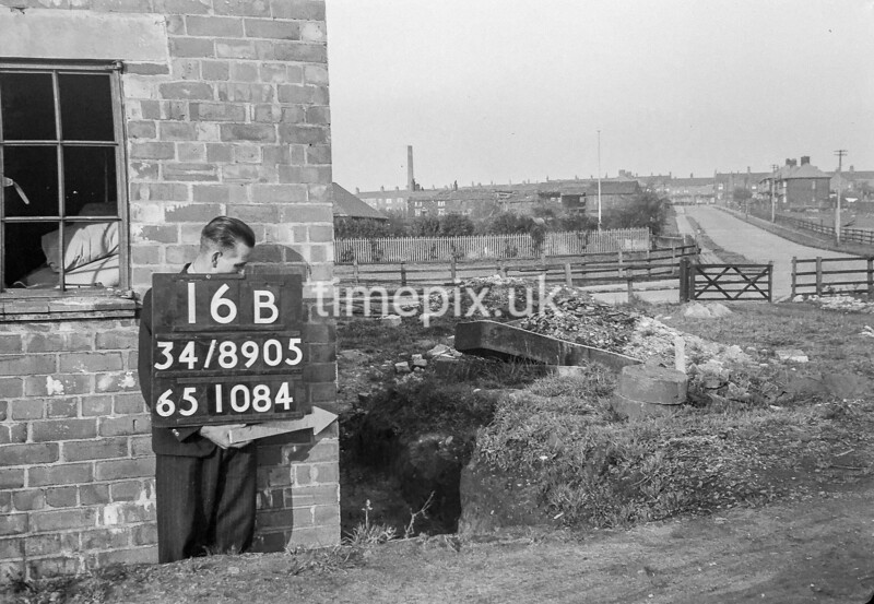 SD890516B, Ordnance Survey Revision Point photograph in Greater Manchester