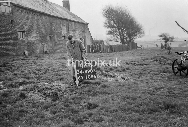 SD890542B, Ordnance Survey Revision Point photograph in Greater Manchester