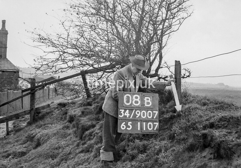 SD900708B, Ordnance Survey Revision Point photograph in Greater Manchester