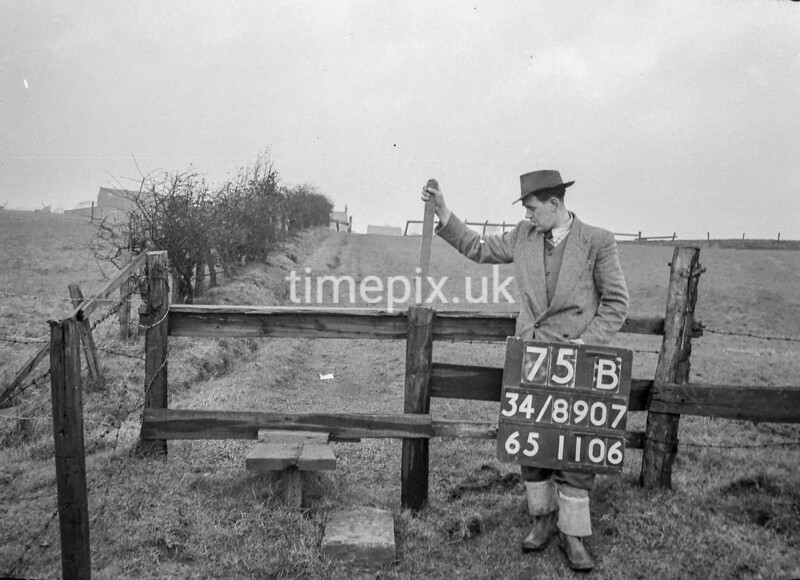 SD890775B, Ordnance Survey Revision Point photograph in Greater Manchester