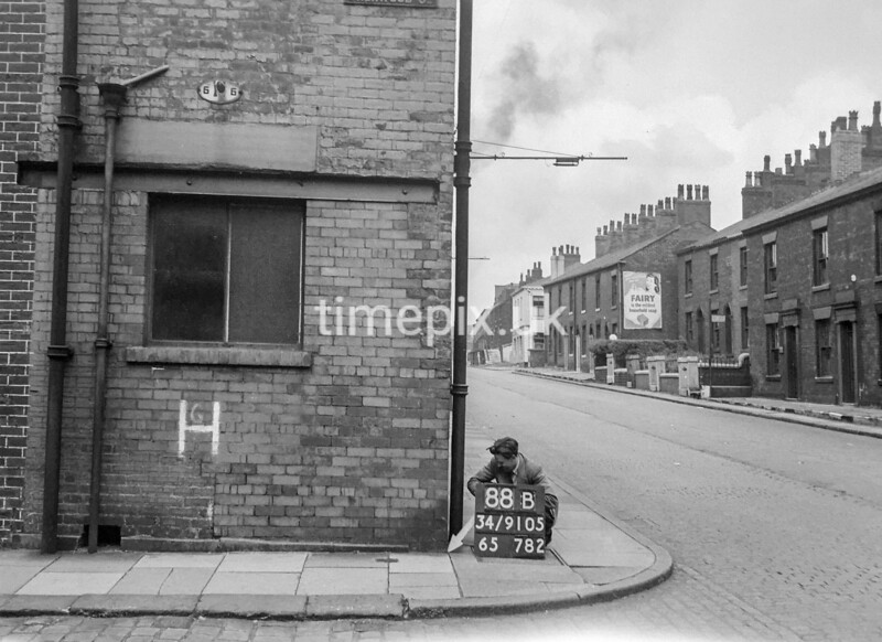SD910588B, Ordnance Survey Revision Point photograph in Greater Manchester