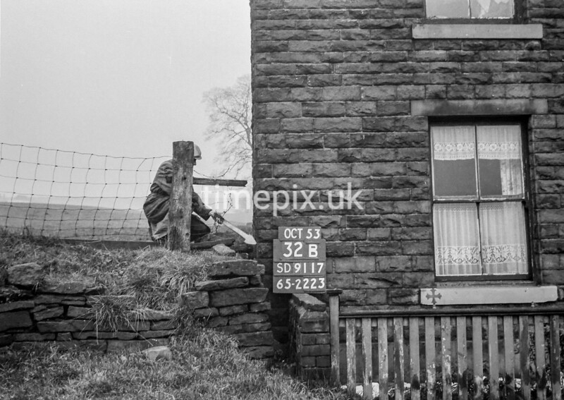 SD911732B, Ordnance Survey Revision Point photograph in Greater Manchester