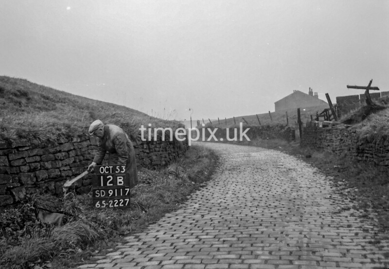 SD911712B, Ordnance Survey Revision Point photograph in Greater Manchester