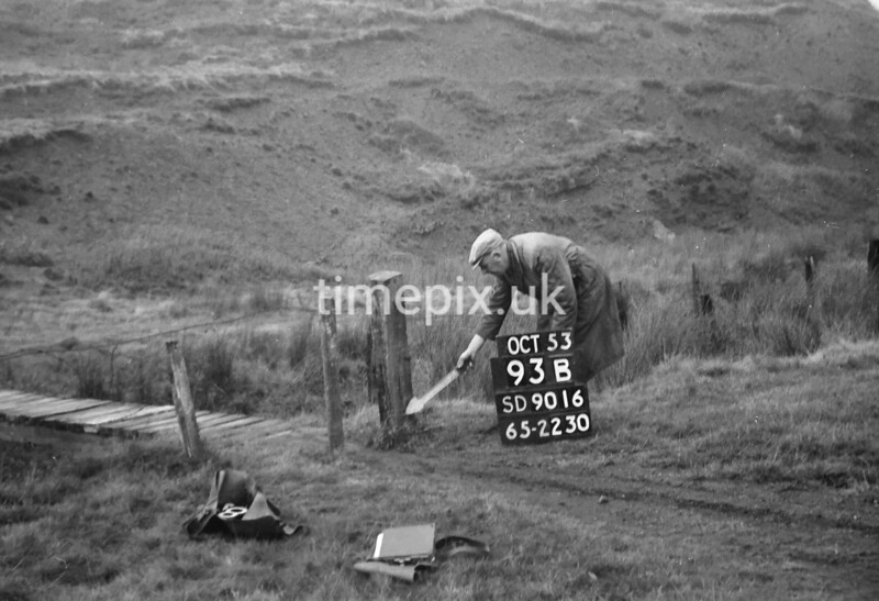 SD901693B, Ordnance Survey Revision Point photograph in Greater Manchester