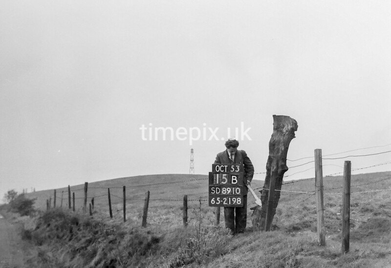 SD891015B, Ordnance Survey Revision Point photograph in Greater Manchester