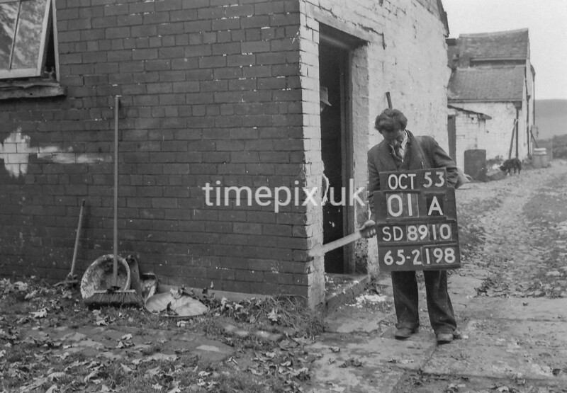 SD891001A, Ordnance Survey Revision Point photograph in Greater Manchester