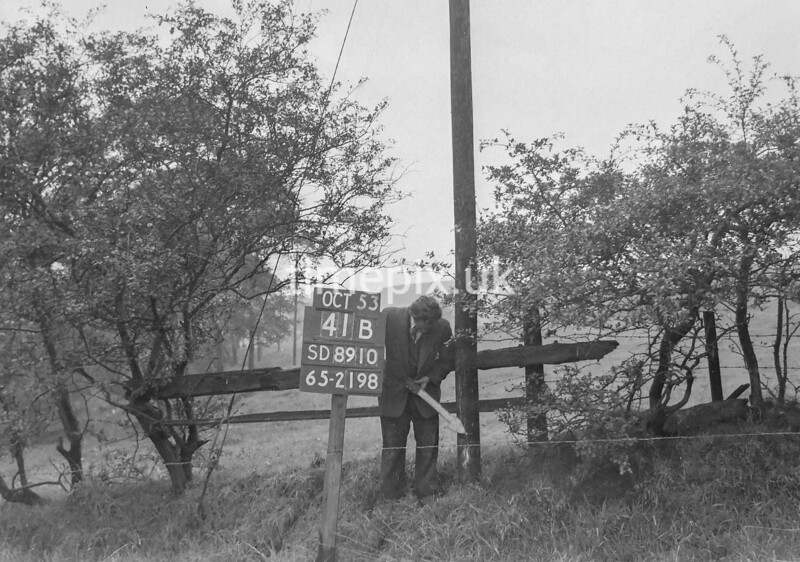 SD891041B, Ordnance Survey Revision Point photograph in Greater Manchester