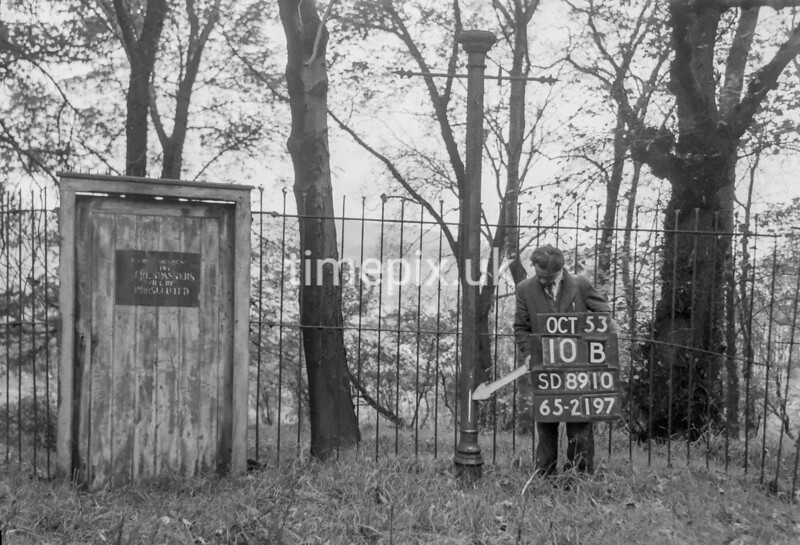 SD891010B, Ordnance Survey Revision Point photograph in Greater Manchester