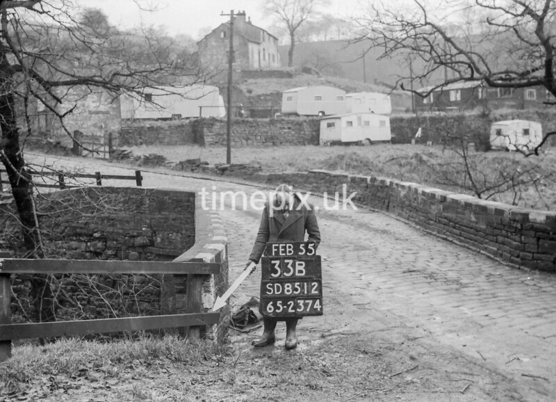 SD851233B, Ordnance Survey Revision Point photograph in Greater Manchester