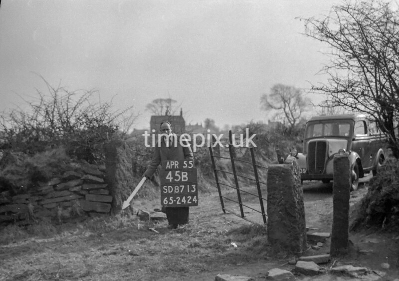 SD871345B2, Ordnance Survey Revision Point photograph in Greater Manchester