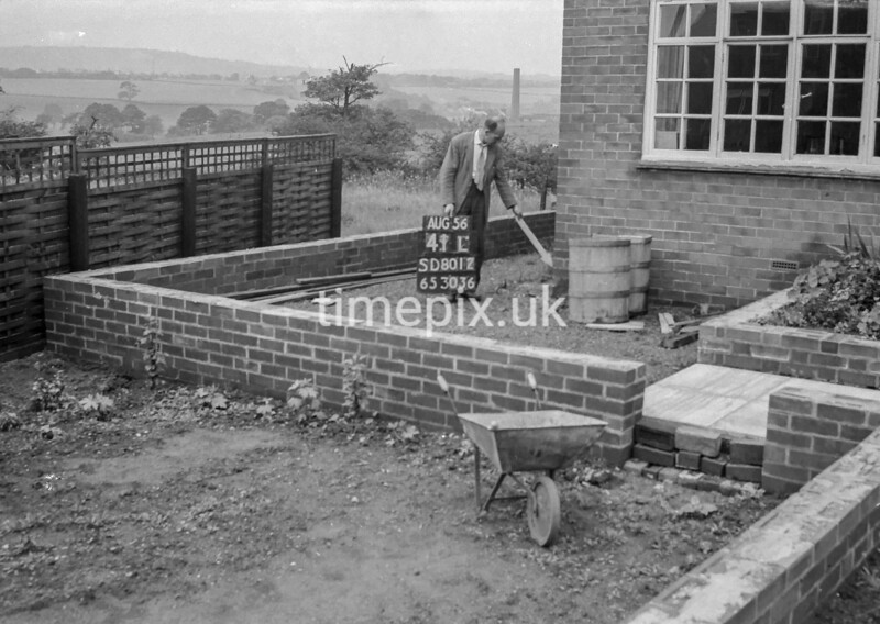 SD801241L, Ordnance Survey Revision Point photograph in Greater Manchester