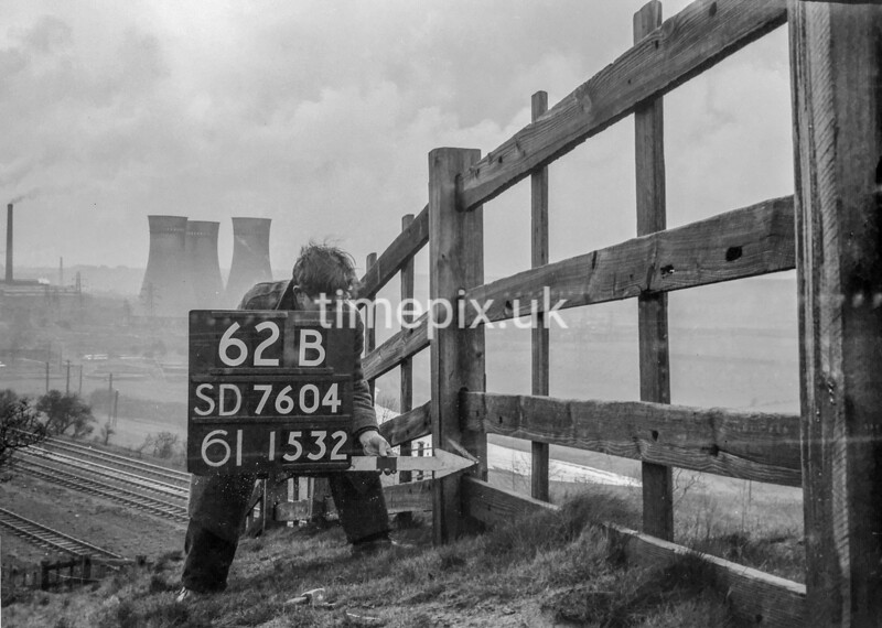 SD760462B1, Ordnance Survey Revision Point photograph in Greater Manchester