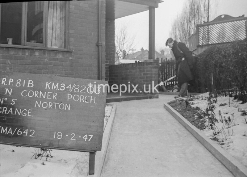 SD820381B, Ordnance Survey Revision Point photograph in Greater Manchester